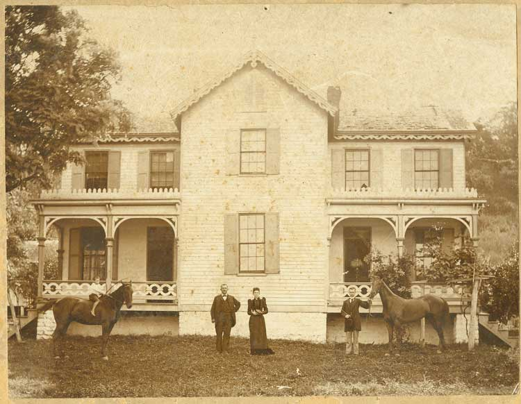 Bluff and Fanny Allen at their home in Hamilton, Kentucky